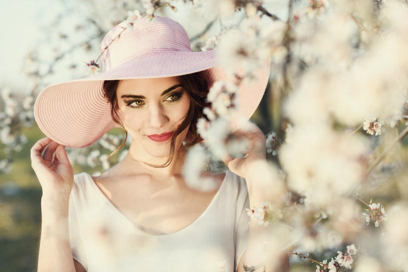 Tej wiosny biel nadal będzie modna /123RF/PICSEL
