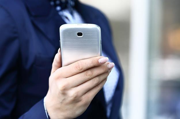 Telefon może posłużyć przestępcom do kradzieży wszystkich naszych oszczędności /©123RF/PICSEL