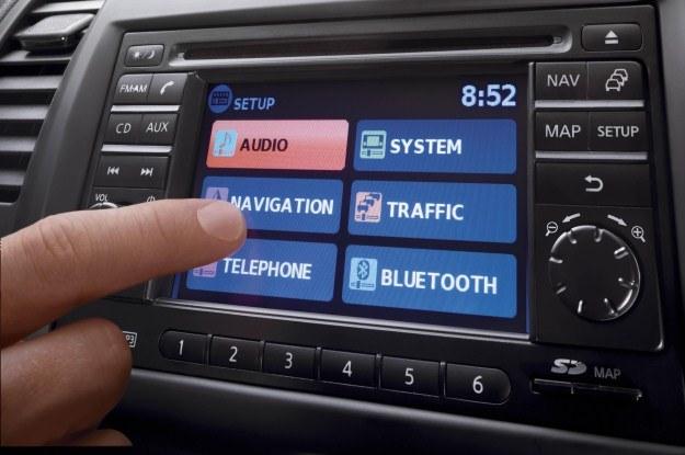 Telefon, nawigacja, audio, ekran dotykowy... /