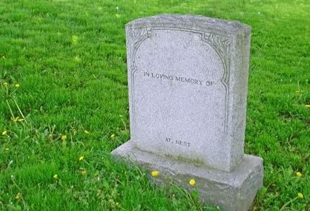 Telefonowanie do zmarłego - obyczaj dość makabryczny, ale coraz bardziej popularny | Gary Scott /stock.xchng