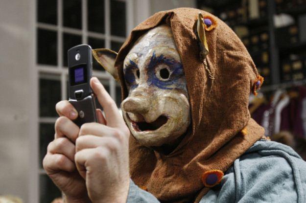 Telefony od nieznanych osób, niechciane SMS-y i zero prywatności - jak z tym walczyć /AFP