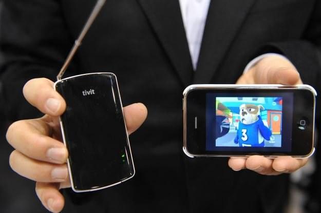 Telewizja i filmy w telefonach komórkowych są przyszłością - to oczywiste /AFP