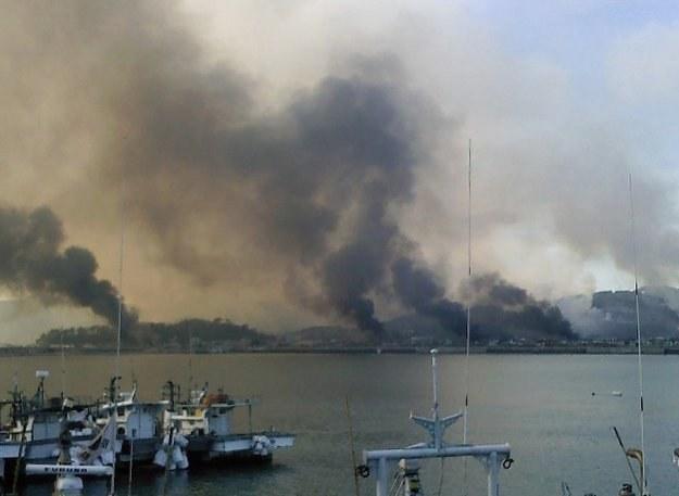 Telewizja YTN podała, że w wyspę uderzyło ponad 200 pocisków /AFP