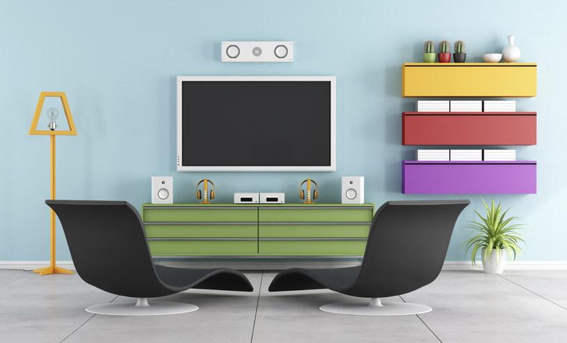 Telewizor w salonie - ukrywać czy eksponować /materiał zewnętrzny