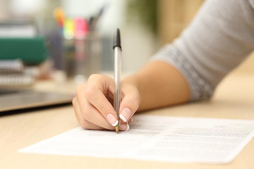 Temat pełnego oskładkowania umów zlecenia powraca jako przedmiot prac legislacyjnych /123RF/PICSEL