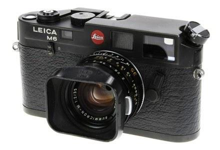 Ten aparat Wojtka Wieteski dostępny będzie na aukcji internetowej /materiały prasowe
