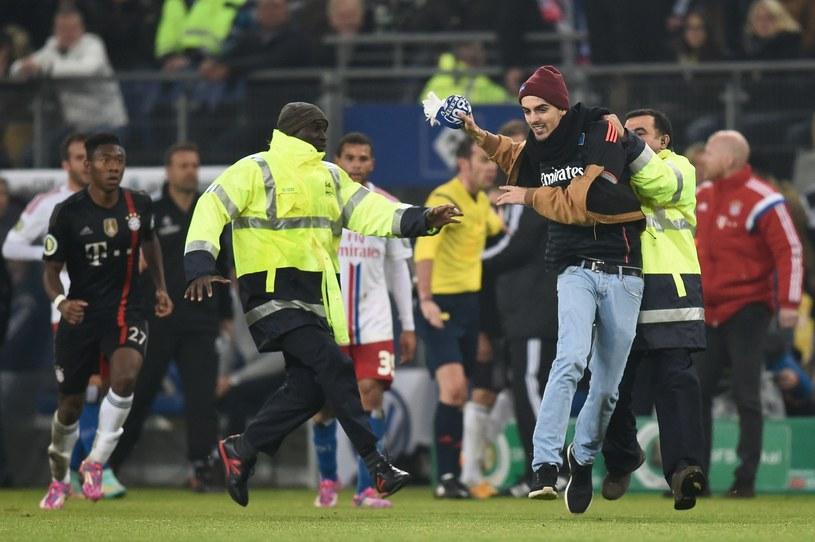 Ten niesforny kibic zaatakował Ribery'ego, zanim złapała go ochrona. /AFP