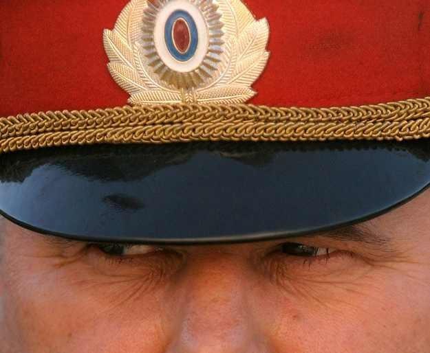Ten pan nie będzie już milicjantem. Będzie policjantem. /AFP