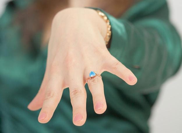 Ten pierścionek ma dla mnie ogromne znaczenie... /- /© Panthermedia