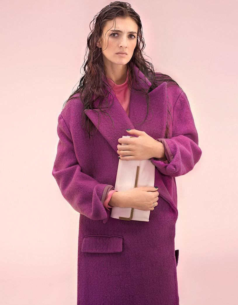 Ten płaszcz wystarczy za całą stylizację. /Wunsche&Samsel /Twój Styl