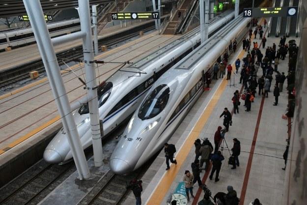 Ten pociąg pokonuje 2300 km w 8 godzin /AFP