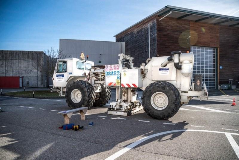 Ten pojazd dokona badań sejsmicznych w kwaterze CERN-u /materiały prasowe