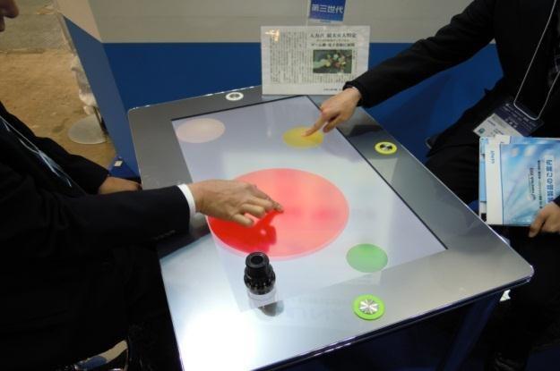 Ten wyświetlacz rozpozna wasz dotyk (Fot. Tech-On) /Internet