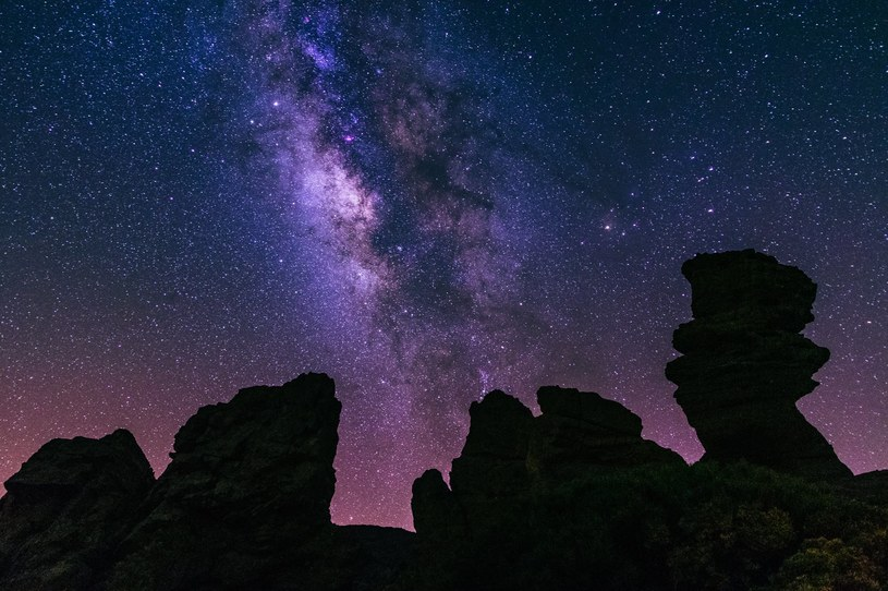 Teneryfa słynie z idealnych miejsc do obserwacji gwiazd /Adobe Stock