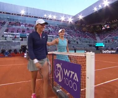 Tenis. Świątek pokonana przez Barty na turnieju WTA 1000 - skrót. WIDEO