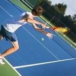 Tenis wzmacnia kości
