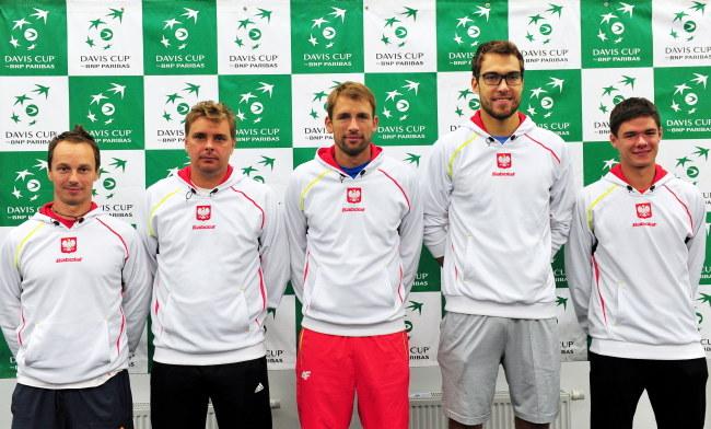 Tenisowa reprezentacja Polski (od lewej): kapitan Radosław Szymanik, Marcin Matkowski, Łukasz Kubot Jerzy Janowicz i Kamil Majchrzak /Marcin Bielecki /PAP