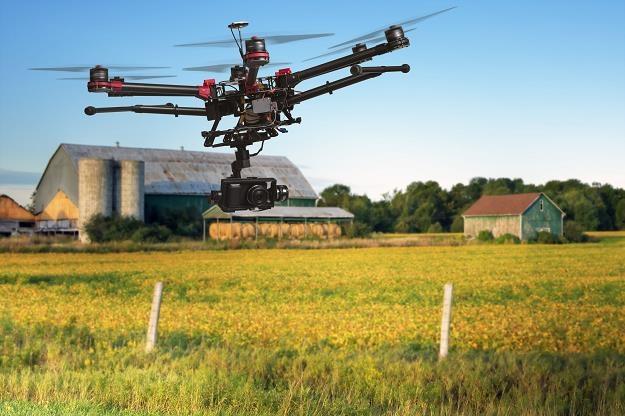 Teraz drony namierzą nas z powietrza /123RF/PICSEL