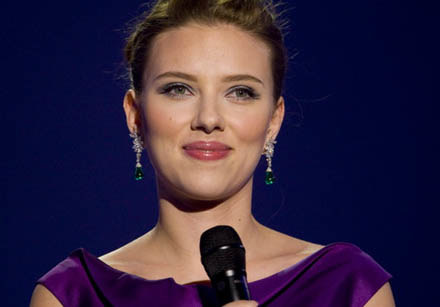 Teraz przekonamy się nie tylko jak Scarlett śpiewa, ale też jakie piosenki pisze /AFP