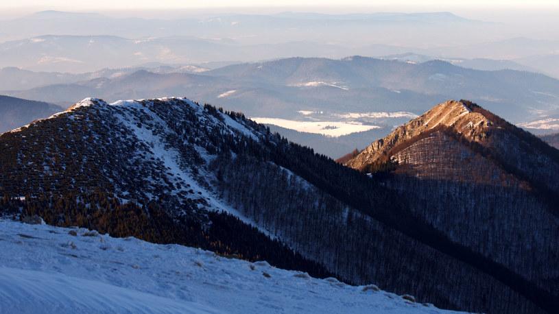 Terchová to malownicza wieś położona na wschód od Żyliny, którą coraz chętniej wybiera wielu polskich narciarzy /123RF/PICSEL