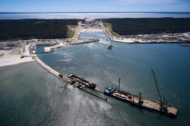 Teren budowy kanału żeglugowego na Mierzei Wiślanej w miejscowości Skowronki / Adam Warżawa    /PAP