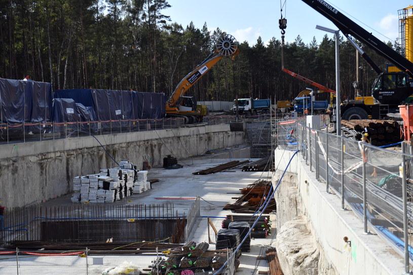 Teren budowy w Świnoujściu - komora startowa. Rozpoczyna się drążenie tunelu pod dnem Świny / Marcin Bielecki    /PAP