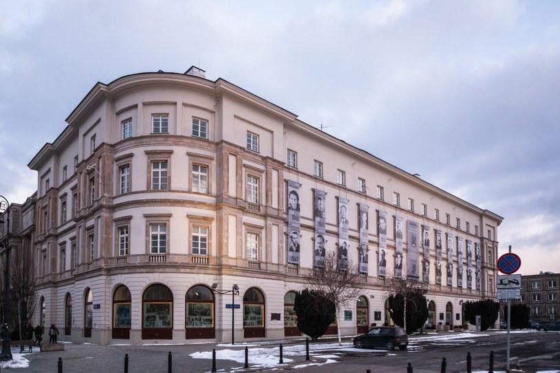 Teren przed budynkiem Garnizonu Warszawa, gdzie ma powstać pomnik prezydenta Lecha Kaczyńskiego /Adam Burakowski /Reporter