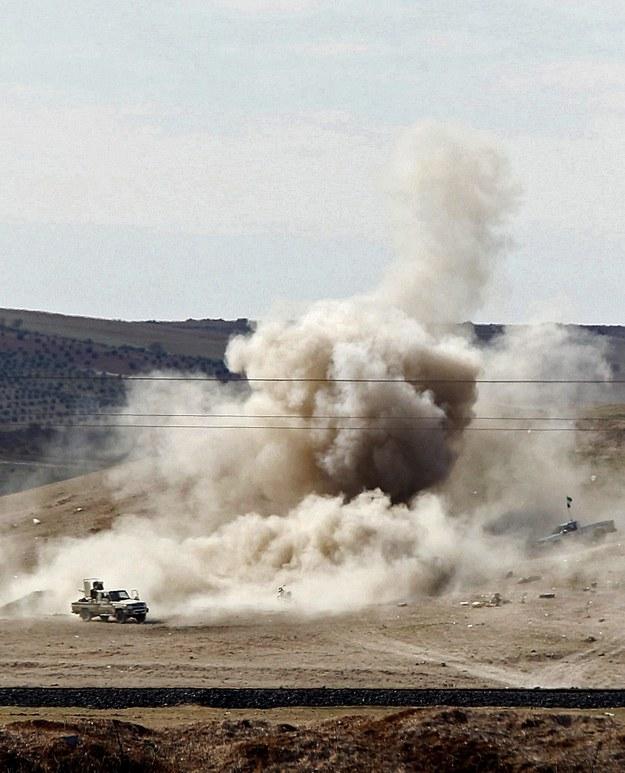 Tereny w pobliżu syryjskiego Kobane po ataku rebeliantów z Państwa Islamskiego /ULAS YUNUS TOSUN /PAP/EPA