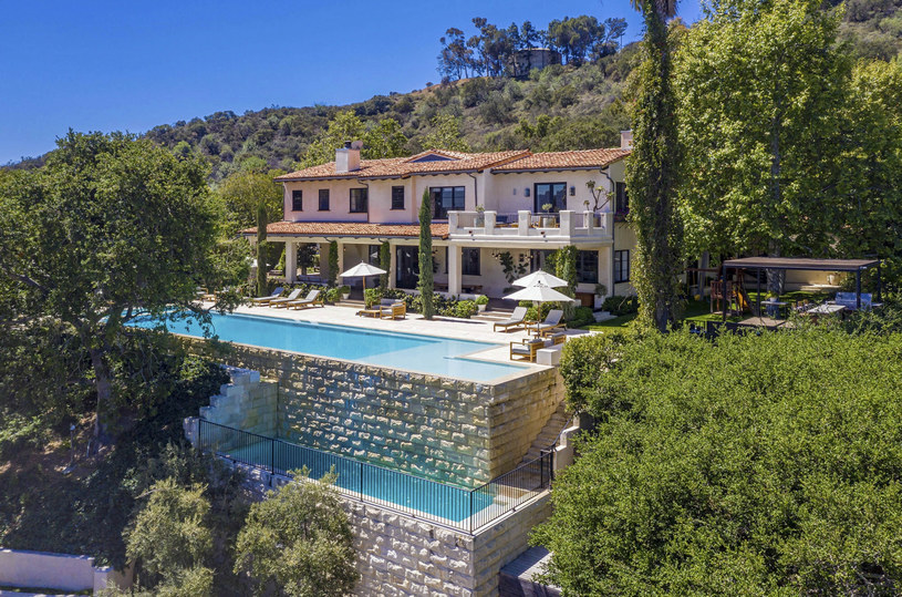 El terreno alrededor de la propiedad fue comprado por Justin Timberlake de Helen Hunt / Hilton Highland a través de The Grosby Gro / Grosby Group / East News
