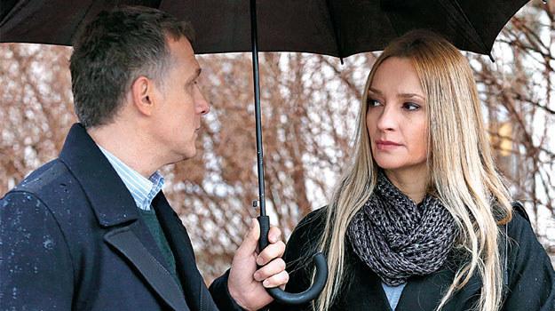Teresa (Dominika Łakomska) nie cofnie się przed podłym kłamstwem, by Artur (Robert Moskwa) wrócił do niej /www.mjakmilosc.tvp.pl/