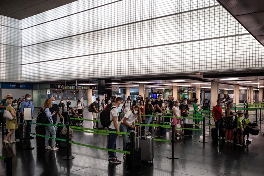 Terminal lotniska w Barcelonie /ENRIC FONTCUBERTA /PAP/EPA