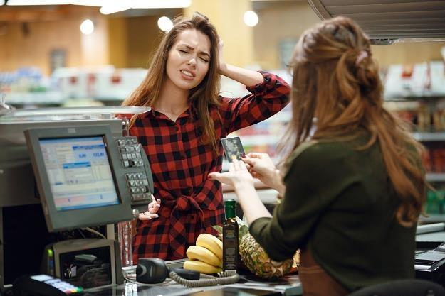 Terminali umożliwiających taką wypłatę przybywa /©123RF/PICSEL
