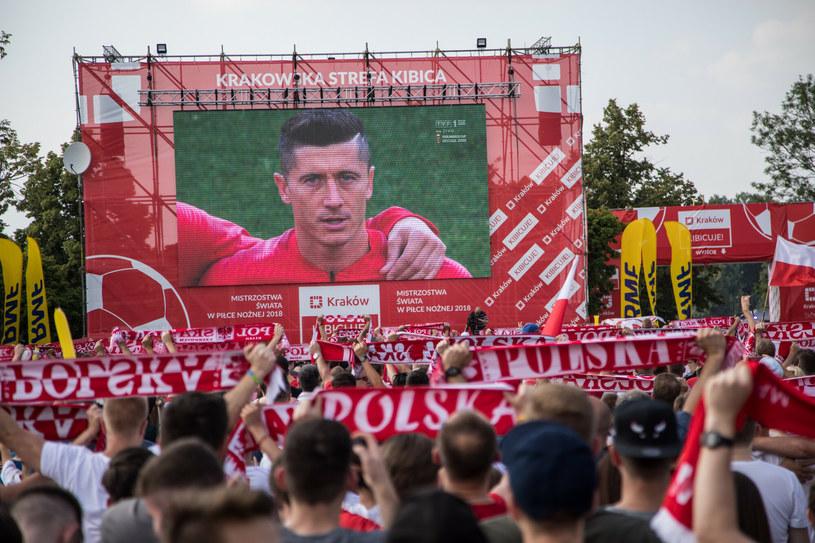 Terminarz Euro 2020 i Copa America 2021 pokrywają się. Po meczach reprezentacji Polski z Robertem Lewandowskim, późnym wieczorem i w nocy, będzie można oglądać w tv spotkania Brazylii czy Argentyny. Na zdjęciu strefa kibica w Krakowie podczas mundialu 2018