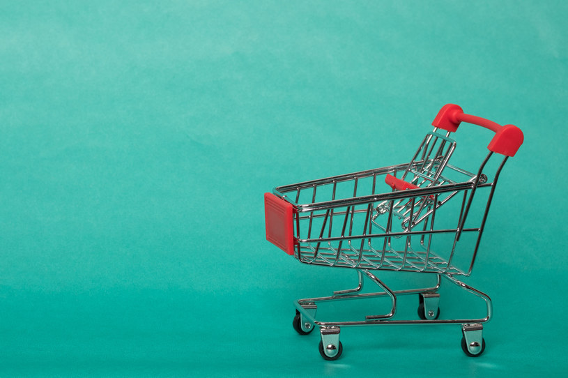 Tesco reglamentuje towary, aby zapobiec niedoborom podczas paniki zakupowej /123RF/PICSEL
