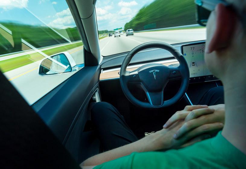 Tesla - autopilot /123RF/PICSEL