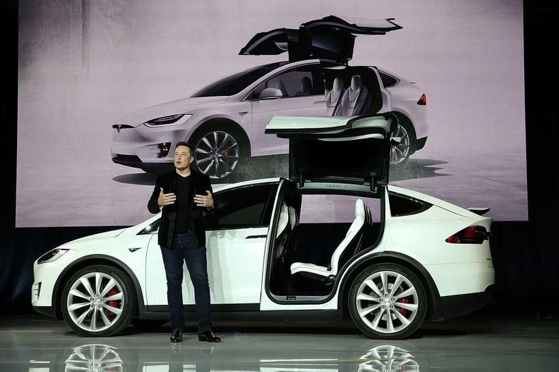 Tesla ma ambitne plany, chociaż ostatnio są problemy z ich realizacją /Getty Images