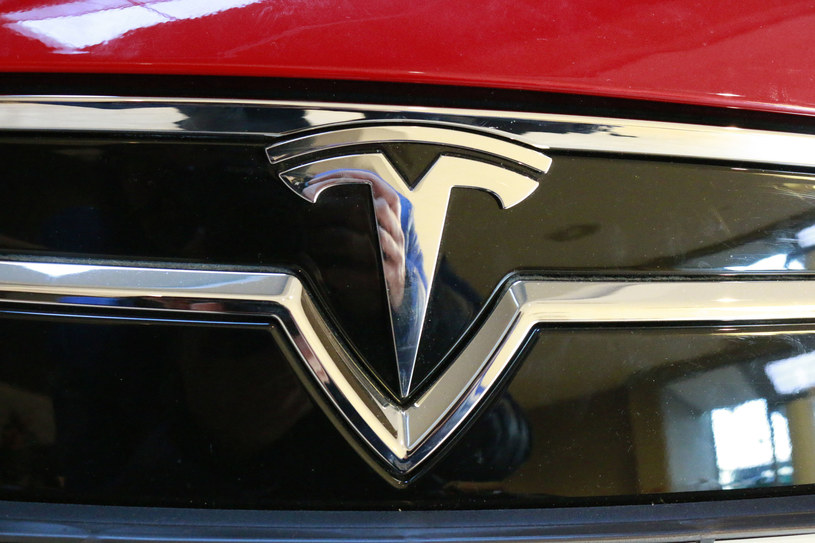 Tesla ma problemy /123RF/PICSEL