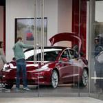 Tesla Model 3 najchętniej wyszukiwanym autem elektrycznym
