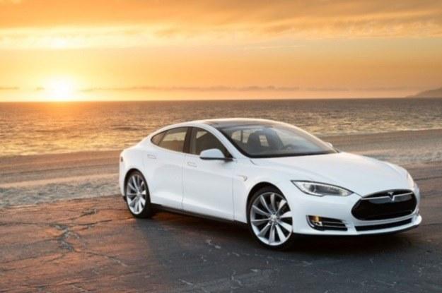 """Tesla S do pełna """"zatankowana"""" w 90 sekund /materiały prasowe"""