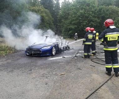 Tesla w opałach. Kilka tysięcy aut do naprawy?