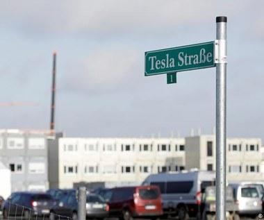 Tesla walczy o specjalistów dla gigafabryki pod Berlinem