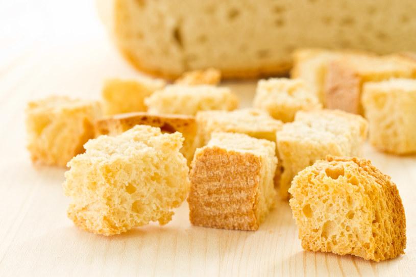 Test kostki chleba pozwoli sprawdzić temperaturę tłuszczu /123RF/PICSEL