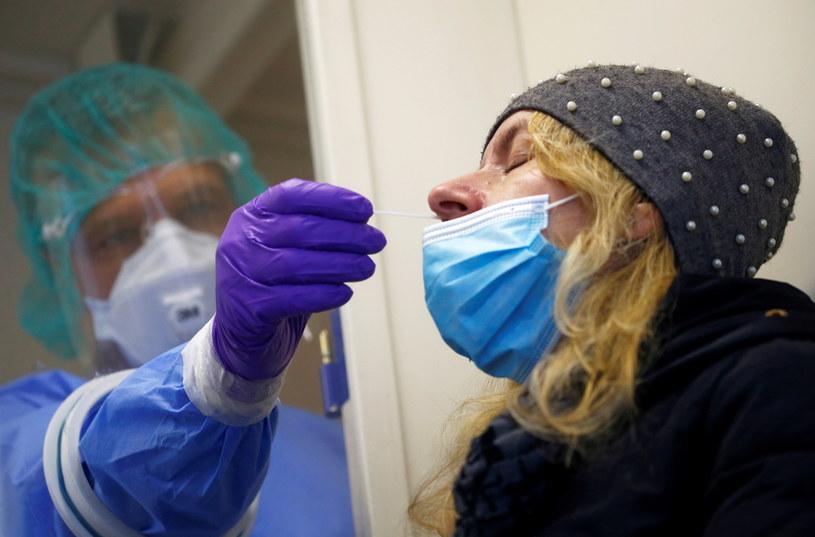 Test na koronawirusa /BORUT ZIVULOVIC / Reuters /Agencja FORUM