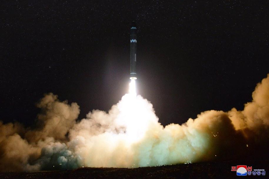 Test rakiety Hwasong-15 /KCNA /PAP/EPA