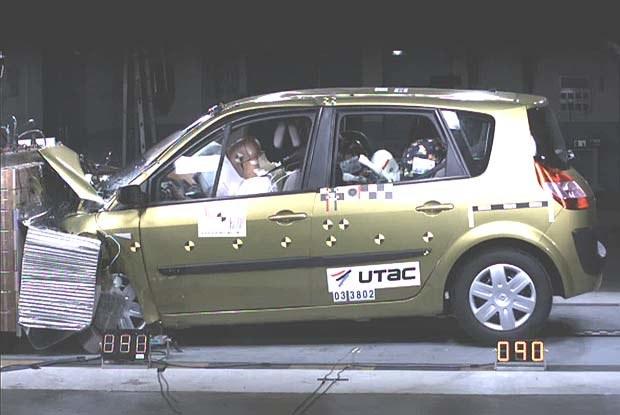 Test zderzeniowy Renault Scenic (kliknij) /INTERIA.PL