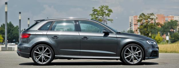 Testowany samochód zaopatrzono w pakiet S line i opcjonalne, 19-calowe obręcze. Dzięki temu wygląda niemal jak usportowione Audi S3 Sportback. Niestety, wielkie koła negatywnie wpływają na komfort jazdy. /Motor