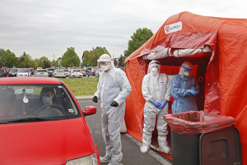 """Testy """"drive-thru"""" w Rybniku (arch.) / Grzegorz Klatka /Reporter"""