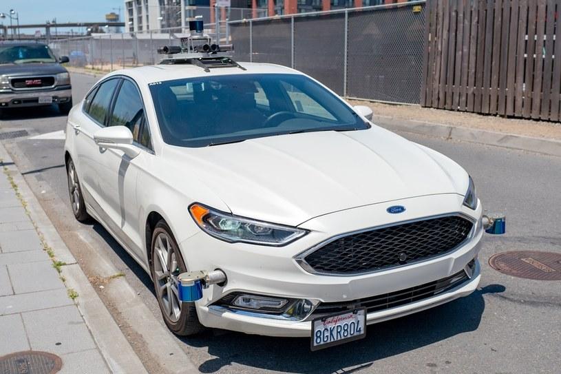 Testy samochodów autonomicznych odbywają się na całym świecie /Getty Images