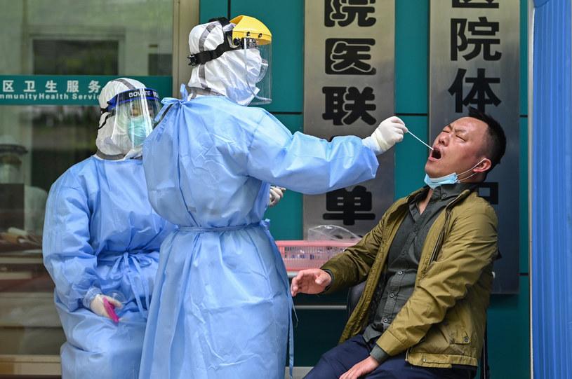Testy w Wuhanie /Hector Retamal /AFP