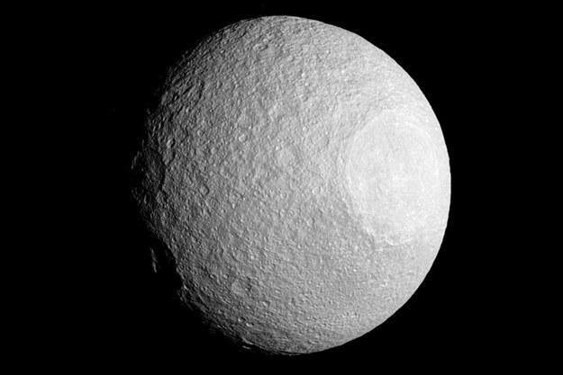 Tetyda z Odyseuszem po prawej. /NASA